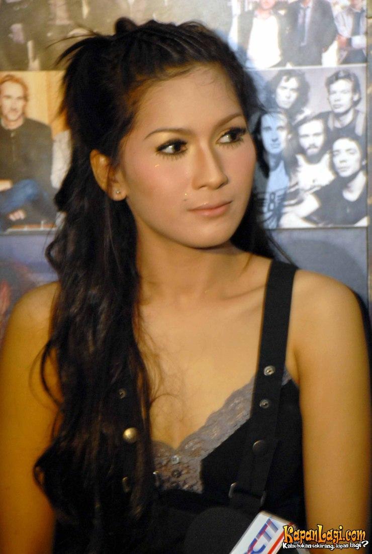 Artis Bugil | BB 17 Indonesia Online